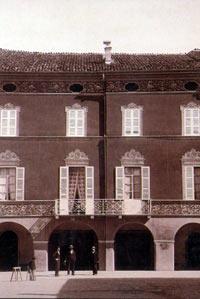 Casa Barezzi vista dalla piazza